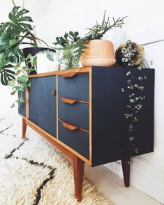Mid Century Modern Apartment Decoration Ideas – Decorating Ideas - Home Decor Ideas and Tips - Page 3 Mid Century Modern Bedroom, Mid Century House, Mid Century Modern Design, Mid Century Modern Furniture, Mid Century Modern Dresser, Midcentury Modern, Mid Century Sideboard, Mid Century Modern Chairs, Contemporary Furniture