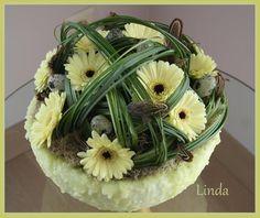bloemstuk lente of voorjaar kan ook als paasstuk dienen (werkbeschrijving van het bakje)
