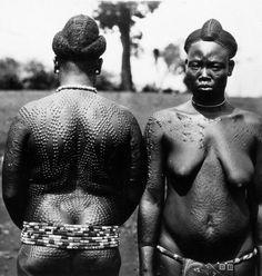 Africa | Bamileke women with body scarification. ca. 1945 - 1979 | ©Bohumil Holas // PP0179365