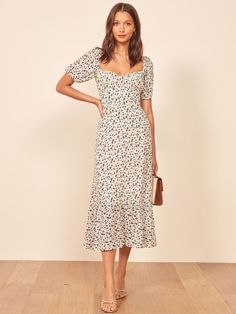 Victoria Beckham Broke the Traditional Wedding Guest Rule People Are Split Over - Reformation Hannah Dress - Stylish Dresses, Cute Dresses, Casual Dresses, Summer Dresses, Maxi Dresses, Modest Fashion, Fashion Dresses, Mode Simple, Robes Midi