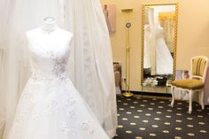 Unser Anproberaum #tirolberbraut #brautmodentirol Image Foto, Lace Wedding, Wedding Dresses, Fashion, Pictures, Wedding Dress Lace, Celebration, Dress Wedding, Bride Dresses