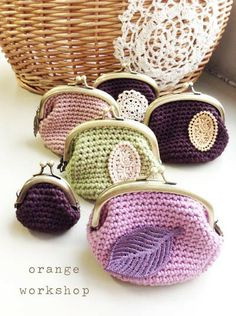 Crochet Purses Ideas I believe I have the pattern for these - presents for the bridesmaids? Crochet Change Purse, Crochet Coin Purse, Crochet Purse Patterns, Crochet Pouch, Crochet Purses, Crochet Bags, Knit Or Crochet, Knitted Bags, Diy Bags Purses