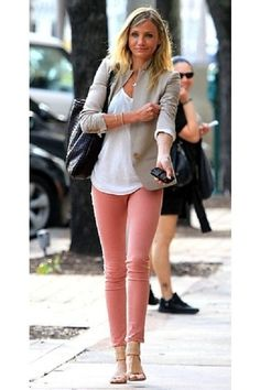 Beige-blazer-white-blouse-pink-pants Cameron Diaz