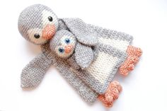 This is a combination of the Pinguin Ragdoll and Baby Penguin mini Ragdoll, you can now buy this lovely little set of mommy and baby together with a discount!  Penguin Ragdoll details: Materials -Dk weight yarn in grey (150m), white (100m) and orange (50m). I used Scheepjeswol Stone Washed. -Crochet hook 3mm or D -Black safety eyes 12mm -Small amount of fiberfill stuffing -Yarn needle and scissors  Finished measurements: Aproximately 30cm/12inch high from head to toe, and 17cm/6.5inch wide…