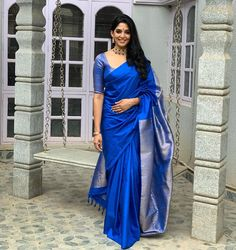 Check Out Ultra Cool Sarees From The Secret Label Keep Me Stylish Kerala Saree Blouse Designs, Saree Blouse Patterns, Saree Blouse Neck Designs, Blouse For Silk Saree, Sari Design, Silk Saree Kanchipuram, Sari Dress, Saree Trends, Designer Silk Sarees