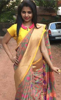 Silk Beautiful Multy color Designer Satin Silk Sari With Blouse Simple Blouse Designs, Stylish Blouse Design, Blouse Neck Designs, Sumo, Designer Blouse Patterns, Blouse Models, Elegant Saree, Beautiful Blouses, Indian Designer Wear