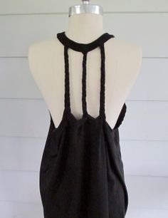 I'd like to try making this without using the original collar. [WobiSobi: Racer Back Tee DIY #3 Three braid back.]