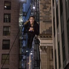 SUSPENDED IN AIR! Fly like a bird Tris! I wish we got to see Four do the zip line for the last movie. We'll just have to settle for them… Divergent Fandom, Divergent Trilogy, Divergent Insurgent Allegiant, Shailene Woodly, Tris And Four, Tris Prior, Prime Movies, Im Going Crazy, Veronica Roth