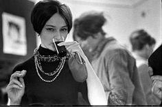 Galeria Krzywe Koło 1960, fot. Tadeusz Rolke Vintage Outfits, Vintage Jewelry, Vogue, Polish, Fashion Outfits, Portrait, Photography, Clothes, Art