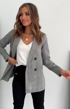 Blazer Outfits Casual, Blazer Outfits For Women, Striped Blazer Outfit, Business Professional Outfits, Business Outfits Women, 6th Form Outfits, Sophisticated Outfits, Pencil Skirt Outfits, Smart Outfit