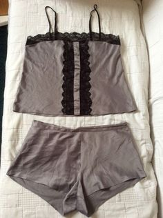M&S AUTOGRAPH 2 part Set Ladies Nightwear Top & Shorts UK12 Good used Condition