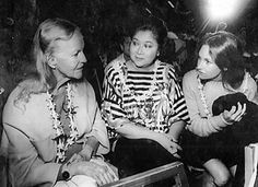 Doris Duke, left, with her adopted daughter Chandi Heffner, right, with Imelda Marcos at the Merrie Monarch Hula Festival on the Big Island in Duke Farms Nj, Beverly Hills, Porfirio Rubirosa, Duke Photos, President Of The Philippines, Doris Duke, Poor Little Rich Girl, Richest In The World, People Of Interest