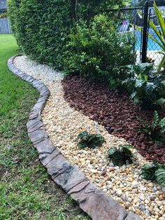 70 Magical Side Yard And Backyard Gravel Garden Design Ideas 34 - Home Decor Ideas 2020 Cheap Landscaping Ideas, Landscaping Software, Landscaping With Rocks, Front Yard Landscaping, Landscaping Design, Luxury Landscaping, Backyard Ideas, Landscaping Contractors, Florida Landscaping