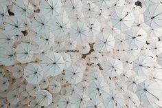 Saimme tehtävänannoksi tehdä Habitaren Ahead-areenasta iloisen, optimistisen ja erilaisen. Miten ihana brief! Vastasimme rakentamalla tuhannesta ja sadasta valkoisesta kattoon ripustetuista sateenvarjoista, keinuista ja ilmassa leijuvista kalusteista ja ilma-akrobaatista unelmien niityn jossa kohtaavat surrealistinen sadunomaisuus, sinitaivas ja pilvet, ja kunnon ripaus Maija Poppasta. Luonnollisesti suunnittelimme käsin virkattuja mörköpalloja (Virkkaaja Katja Huhmarkangas KH Design)…