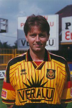 Marc Van Britsom speelde van 1994 tot de winterstop van het seizoen 1996-1997 bij KV Mechelen. Marc was een verdienstelijke verdedigende middenvelder maar viel uit met een serieuze blessure. Hij besloot