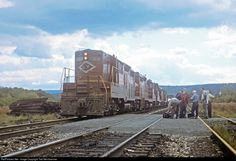 Net Photo: LV 302 Lehigh Valley EMD at Lehighton, Pennsylvania by Ted Steinbrenner Great Lakes Ships, Railroad Pictures, Train Art, Lehigh Valley, Locomotive, Pennsylvania, Monument Valley, Mount Rushmore, Train
