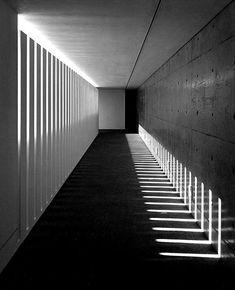 ¿No os parece un poco terrorífico este pasillo? Lo diseño Akira Sakamoto.