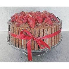Nutella Birthday cakeRecipe on the blog :) . #cake#birthday#love#nutella#chocolate#recipe#baking#bake#kitkat#sweer#dessert#strawberry#chery#perfect#red#fun#chocaholic#cakes#cakegram#birthdaycake#happy#instalike#instapic#instamood#food#foodie#foodporn#yummy#best
