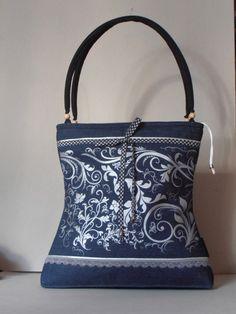 Középkék farmer nõi táska egyedileg szitázott mintával, vidám kockás megkötõvel