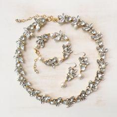 ビジューパールシリーズのネックレス、ブレスレット、ピアスの3点目set♡|ハンドメイド、手作り、手仕事品の通販・販売・購入ならCreema。