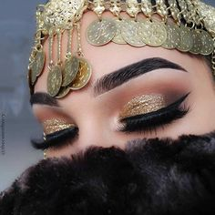 Gold Glitter and Peachy Smokey Eye Idea for Brown Eyes