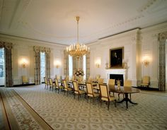 How Past Presidents Have Decorated the White House Melania Trump will soon redecorate the White House, so we decided to look at the past for some home decor inspiration. Take a look at how the White House has been decorated in the past!   This is how the Clinton Administration decorated The State Dining Room, 2000.