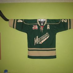 DIY Removable Hockey Jersey Wall Mount. Going to use my street hockey stick & do this in my room at school!