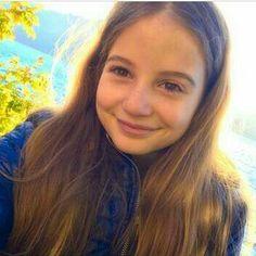 ea e preferată mea....Irina Columbeanu...urmaritio pe youtube...canalul ei de youtube este:wwwyoutubeIrina 's vlogs....nu o cunosti citeste aici.  -are 11 ani. -are iphone 7 plus. -nu are frați. -o cheamă Irina Columbeanu. -locuiește in Snagov. My Idol, Youtubers, Iphone
