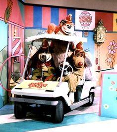 The Banana Splits . One banana two bananas three bananas four . Four bananas make a bunch and so do many more . Cartoon Movies, Scary Movies, Banana Splits Tv Show, Split Movie, Old School Cartoons, 70s Cartoons, Morning Cartoon, Kids Tv, Old Tv Shows