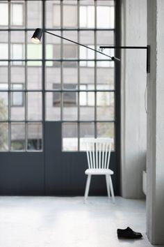 Force x Distance, een beweegbare lamp van  Lian van Wanrooij. Lees meer http://www.gimmii.nl/dutch-design/force-x-distance-beweegbare-lamp-lian-van-wanrooij/