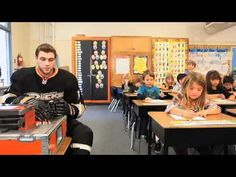 Bobby Ryan goes to a grade school classroom and shows the students how a hockey player sharpens pencils. Ducks Hockey, Ice Hockey, Bobby Ryan, Tyler Seguin, Anaheim Ducks, National Hockey League, Boston Bruins, Best Player, Hockey Players