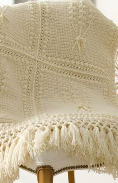 Aran Nosegay Crochet Throw Free Pattern from Red Heart Yarns ❁•Teresa Restegui http://www.pinterest.com/teretegui/•❁