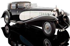"""Bugatti Type 41  Se fabricaron únicamente seis de estos vehículos, pues su distribución se vio frenada por el inicio de la Segunda Guerra Mundial. El auto se valúa en los 9 millones 800 mil dólares y en el mercado es conocido con el sobrenombre de """"Kellner"""".  Contaba con una caja de tres velocidades, con la cual llegaba  a los 200 kilómetros por hora."""