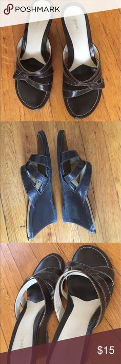 """Easy Spirit Super Comfy Wedge Sandals🕊2 for $25🕊 3"""" Wedge heels on these super comfy sandals. You can wear this pair all day and be comfortable. In good condition, minor scuff on one heel but not noticeable when worn. Beautiful chocolate brown color. Easy Spirit shoes are made with comfort in mind and this pair proves that! ✨Buy any 2 $15 items or less for $25 & save on shipping✨ Easy Spirit Shoes Wedges"""