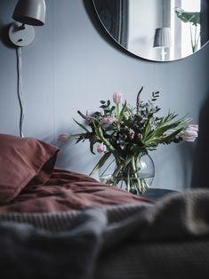 Bostadsrätt, Kastellgatan 4 - Linné, Göteborg - Entrance Fastighetsmäkleri Cute Apartment, Apartment Bedroom Decor, Apartment Design, Home Bedroom, Room Decor Bedroom, Bedroom Signs, Bedroom Rustic, Bed Room, Bedroom Furniture