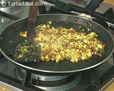 Paneer Bhurji Video by Tarla Dalal - Paneer Bhurji Video by Tarla Dalal Paneer Snacks, Paneer Recipes, Cooking Videos, Food Videos, Bhurji Recipe, Pav Bhaji Masala, How To Make Paneer, Spicy Dishes, Indian Breakfast