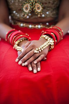 Beautiful  traditional pieces of jewelry  #Hinduwedding #weddinginsantorini #weddingingreece  #Indianbride  #Indianwedding