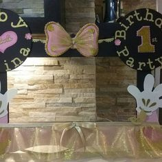 Minnie Mouse Photo Booth Frame Gold & Pink by mariscraftingparty