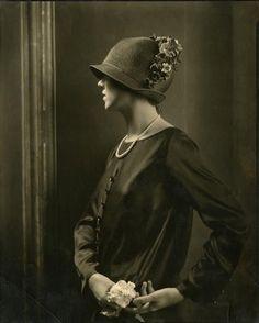 1920's woman in hat