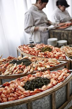 During the cocktail hour, guest enjoyed fresh seafood, including crab and shrimp. #CocktailHour Photography: KingenSmith. Read More: https://www.insideweddings.com/weddings/luxurious-summer-tent-wedding-on-lake-michigan-in-chicago-illinois/671/