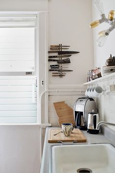 love the vertical knife rack / kate davison's kitchen by cindy loughridge