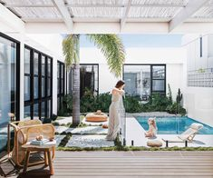 A budget-savvy couple channel Palm Springs vibes and build a home by the sea in northern NSW. Small Backyard Pools, Outdoor Pool, Outdoor Spaces, Outdoor Living, Palm Springs Houses, Palm Springs Style, Swimming Pool Designs, Swimming Pools, Courtyard Pool