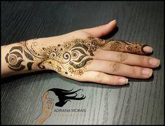 Henna estilo do golfo minha paixão.henna gulf style #7enna #henna #hennatatoo #hennadesign #hennalove #hennapro #tatuagemdehenna #hennasp #hennabrasil #estilosa #fashionista #bohochic #hippiechic #pausaparageminices #supervaidosa #universodamaquiagem_oficial #maquiagem #maquiadores #mua #hudabeauty #fashion #fashionstyle #femininosagrado #bruxas #wicca #modahippie
