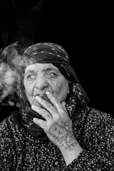 Picture of Syrian refugee in Turkey with facial tattoos called deq