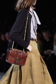 Celine Ready to Wear Herbst Winter 2019 2020 Einzelheiten Vogue Paris Moda Fashion, Fashion Week, Fashion 2020, Runway Fashion, High Fashion, Fashion Show, Fashion Outfits, Womens Fashion, Fashion Trends