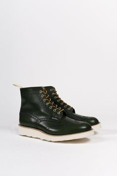 c0c608274b18cb Trickers Green Aniline Brogue Boots Chaussures D ailes Rouges, Bottes  Blanches, Bottes Désert