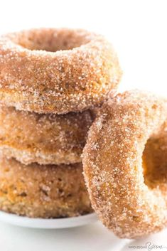 You can always make your own donuts at home. Just substitute all-purpose flour with some almond flour and you're on your way to keto-friendly donuts. To help you get started, here are 5 guilt-free almond flour keto donut recipes. Keto Cookies, Donuts Keto, Paleo Donut, Keto Pancakes, Low Carb Doughnuts, Gluten Free Donuts, Low Carb Donut, Low Carb Keto, Desert Recipes