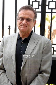 Robin Williams during 'License to Wed' Press Conference with Robin Williams, Mandy Moore, John Krasinski and Ken Kwapis at Casa Del Mar in Santa Monica, California, United States.
