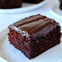 One-Bowl Chocolate Cake Recipe One Bowl Chocolate Cake Recipe, Chocolate Cake Recipe Easy, Chocolate Fudge Cake, Chocolate Desserts, Cake In A Bowl Recipe, Bakery Recipes, Easy Cake Recipes, Sweet Recipes, Food Cakes