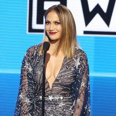 Every Beauty Look Jennifer Lopez Wore to Host the 2015 AMAs, Ranked